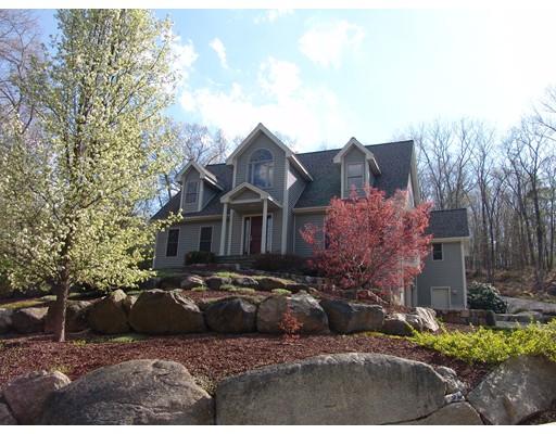 Maison unifamiliale pour l Vente à 160 Wolfe Hill Road 160 Wolfe Hill Road Northbridge, Massachusetts 01534 États-Unis