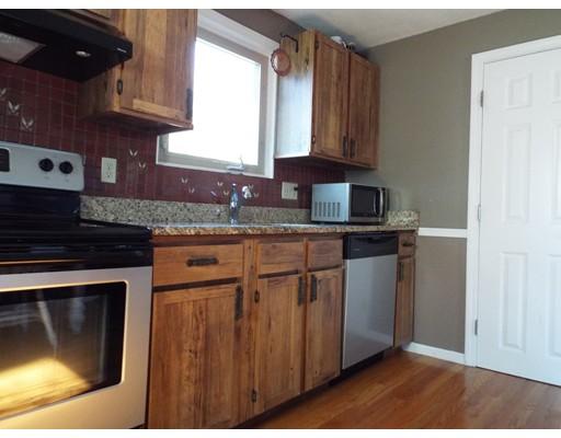 Casa Unifamiliar por un Alquiler en 272 W Central Street Franklin, Massachusetts 02038 Estados Unidos
