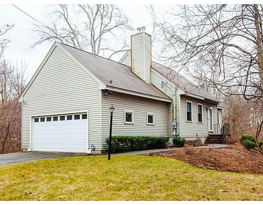 Maison unifamiliale pour l Vente à 57 Swains Pond Avenue Melrose, Massachusetts 02176 États-Unis