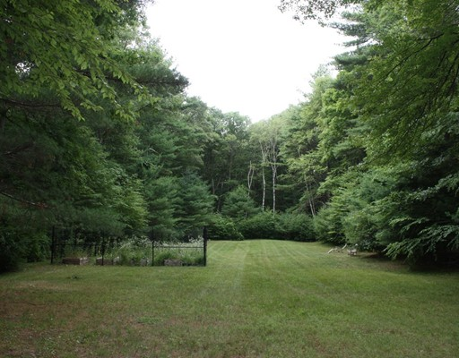 Land for Sale at Page Road Page Road Lincoln, Massachusetts 01773 United States