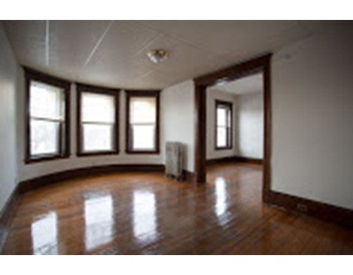 Additional photo for property listing at 507 Pleasant Street  Holyoke, 马萨诸塞州 01040 美国