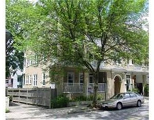 Additional photo for property listing at 379 Walden Street  Cambridge, Massachusetts 02138 Estados Unidos
