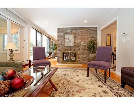 Частный односемейный дом для того Продажа на 43 Orleans Road Norwood, Массачусетс 02062 Соединенные Штаты
