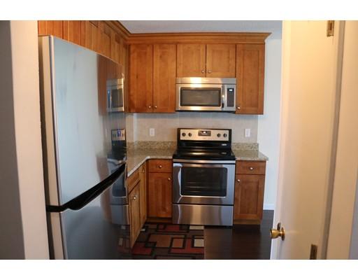 Casa Unifamiliar por un Alquiler en 164 Galen Street Watertown, Massachusetts 02472 Estados Unidos