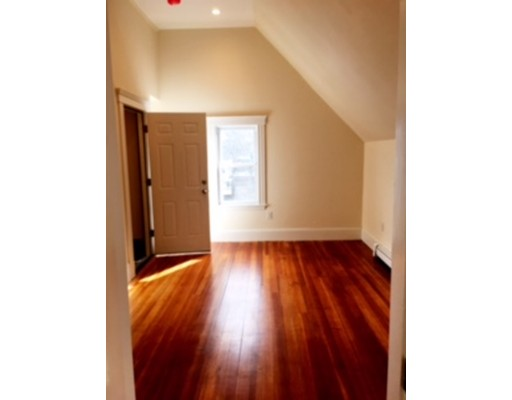 Additional photo for property listing at 60 Warren Avenue  Milton, Massachusetts 02186 Estados Unidos