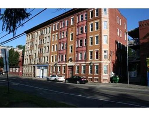 独户住宅 为 出租 在 47 Vernon Street Holyoke, 马萨诸塞州 01040 美国