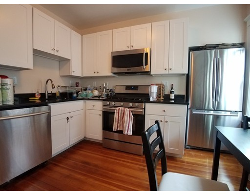 Additional photo for property listing at 652 Green Street  Cambridge, Massachusetts 02139 Estados Unidos