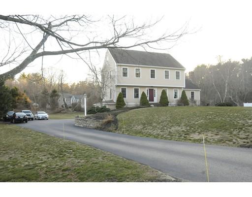 独户住宅 为 销售 在 564 Maquan Street Hanson, 马萨诸塞州 02341 美国