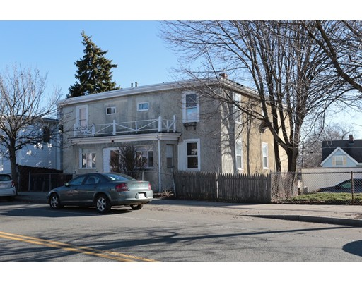 Casa Multifamiliar por un Venta en 125 Chelsea Sreet Everett, Massachusetts 02149 Estados Unidos