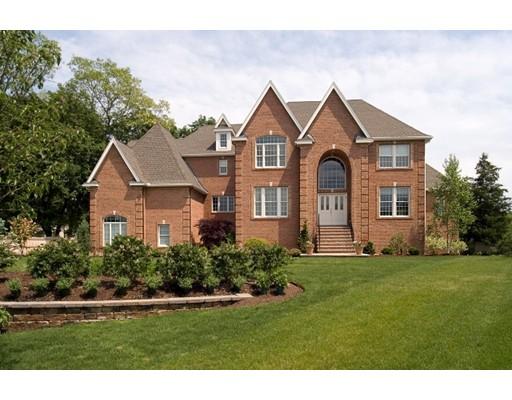 واحد منزل الأسرة للـ Sale في 1 Ashley Court Lynnfield, Massachusetts 01940 United States