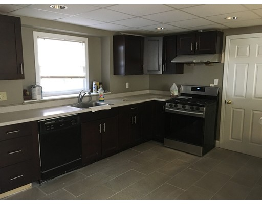 独户住宅 为 出租 在 4 Wheatland Street Burlington, 马萨诸塞州 01803 美国