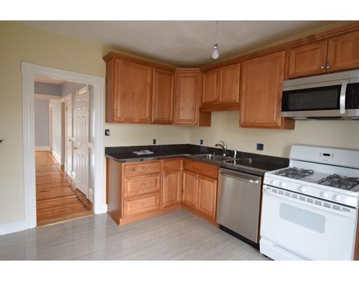 独户住宅 为 出租 在 109 Holt Street 沃特敦, 马萨诸塞州 02472 美国