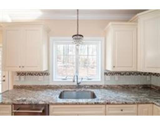 Частный односемейный дом для того Продажа на 8 Smitty's Way Stoneham, Массачусетс 02180 Соединенные Штаты