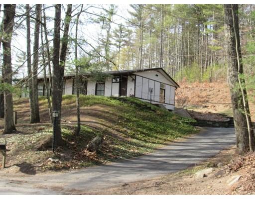 Maison unifamiliale pour l Vente à 144 N Valley Road Pelham, Massachusetts 01002 États-Unis