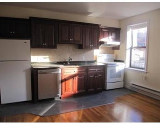 Casa Unifamiliar por un Alquiler en 33 Oak Street Boston, Massachusetts 02111 Estados Unidos