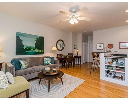 独户住宅 为 出租 在 13 Monument Street 波士顿, 马萨诸塞州 02129 美国