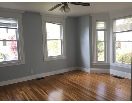独户住宅 为 出租 在 41 Bigelow Street 波士顿, 马萨诸塞州 02135 美国