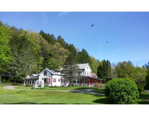 Casa Unifamiliar por un Venta en 500 East River Road Chester, Massachusetts 01011 Estados Unidos