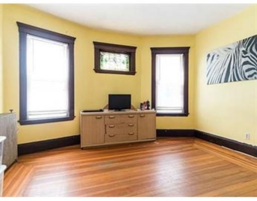Casa Unifamiliar por un Alquiler en 692 Columbia Road Boston, Massachusetts 02125 Estados Unidos