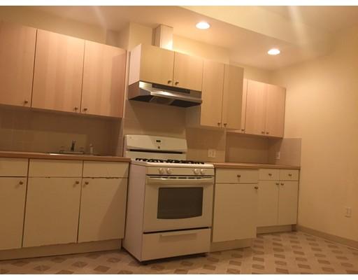 Casa Unifamiliar por un Alquiler en 106 Buttonwood Boston, Massachusetts 02125 Estados Unidos