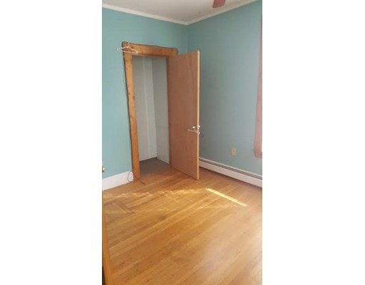 Casa Unifamiliar por un Alquiler en 19 Cherry Street Lynn, Massachusetts 01902 Estados Unidos