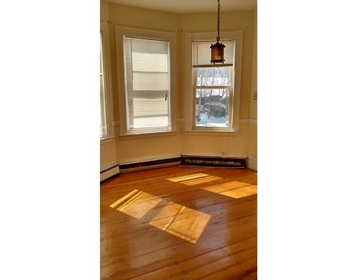 Casa Unifamiliar por un Alquiler en 19 burney Boston, Massachusetts 02120 Estados Unidos