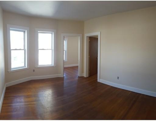 Casa Unifamiliar por un Alquiler en 830 Washington Street Boston, Massachusetts 02124 Estados Unidos