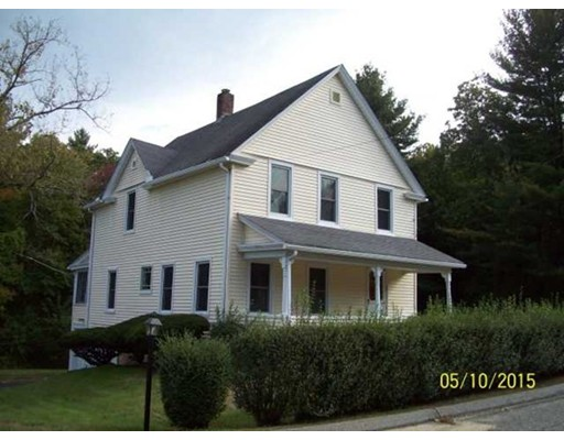 Maison unifamiliale pour l Vente à 270 South Main Putnam, Connecticut 06260 États-Unis