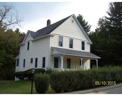 Maison unifamiliale pour l Vente à 270 South Main Putnam, Connecticut 06260 États-Unis