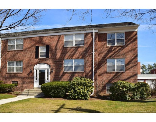 Condominio por un Venta en 26 Arnold Way #B West Hartford, Connecticut 06119 Estados Unidos