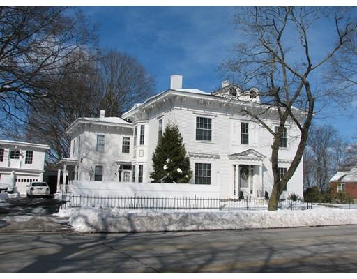 Maison unifamiliale pour l Vente à 256 Andover Street, Belvidere Lowell, Massachusetts 01852 États-Unis