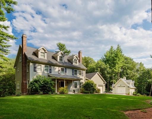 Maison unifamiliale pour l Vente à 155 Woodridge Road Carlisle, Massachusetts 01741 États-Unis