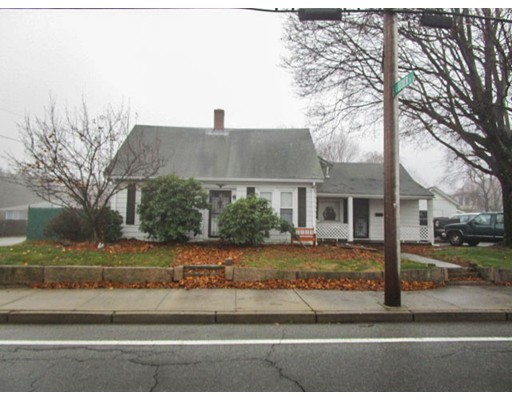 Single Family Home for Sale at 69 W Warwick Avenue West Warwick, Rhode Island 02893 United States