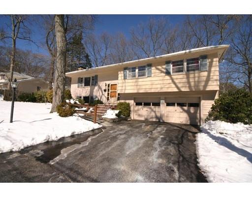 Частный односемейный дом для того Продажа на 35 Greenwich Road Norwood, Массачусетс 02062 Соединенные Штаты