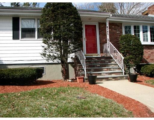 Частный односемейный дом для того Продажа на 176 Essex Street Malden, Массачусетс 02148 Соединенные Штаты