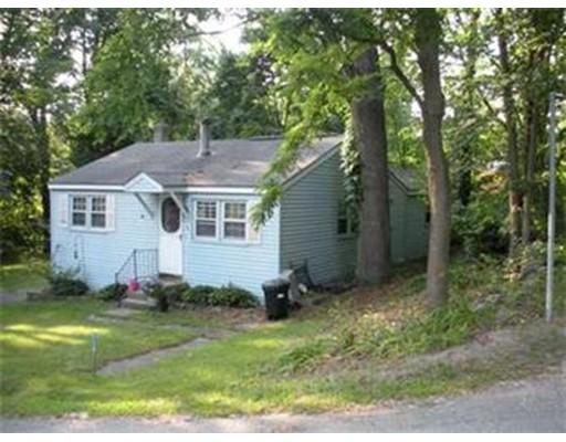Maison unifamiliale pour l Vente à 2 Lakeview Avenue 2 Lakeview Avenue Lunenburg, Massachusetts 01462 États-Unis