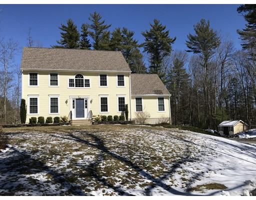 Casa Unifamiliar por un Venta en 415 Mashapaug Road Holland, Massachusetts 01521 Estados Unidos