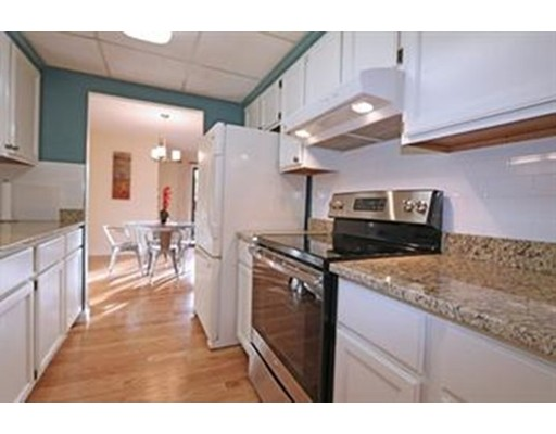 Casa Unifamiliar por un Alquiler en 49 Angleside Road Waltham, Massachusetts 02453 Estados Unidos