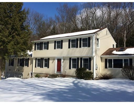Maison unifamiliale pour l Vente à 4 Cheryl Lane Southampton, Massachusetts 01073 États-Unis