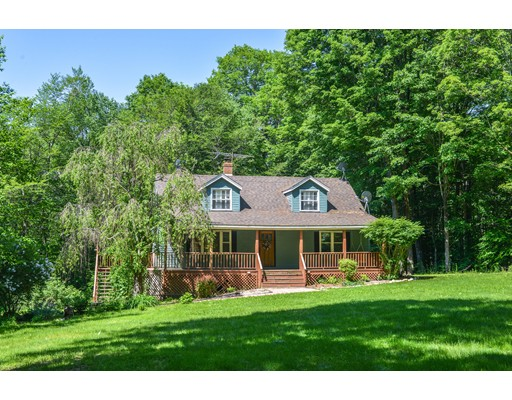 Casa Unifamiliar por un Venta en 718 Burt Hill Road Tolland, Massachusetts 01034 Estados Unidos