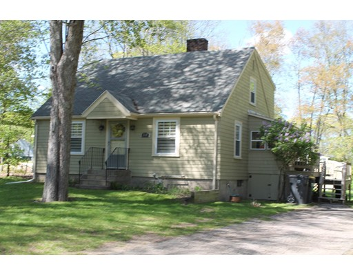 Single Family Home for Sale at 220 E High Street Avon, Massachusetts 02322 United States