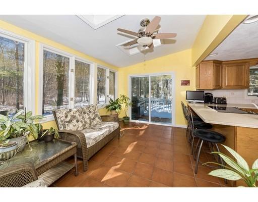 独户住宅 为 销售 在 404 Holmes Street Hanson, 马萨诸塞州 02341 美国