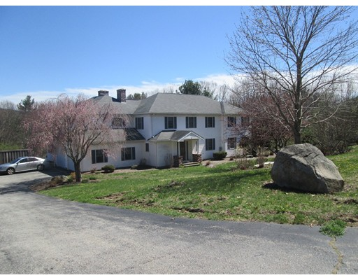 Maison unifamiliale pour l Vente à 8 Oakwood Drive Webster, Massachusetts 01570 États-Unis