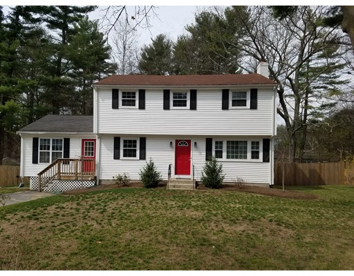 Single Family Home for Sale at 366 Pond Street Franklin, Massachusetts 02038 United States
