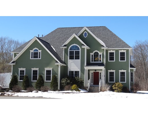 Maison unifamiliale pour l Vente à 65 Waterman Way Uxbridge, Massachusetts 01569 États-Unis