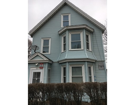 Casa Multifamiliar por un Venta en 237 Webster Avenue Chelsea, Massachusetts 02150 Estados Unidos