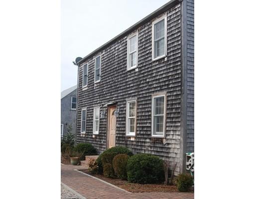 多户住宅 为 销售 在 22 Pine Grove Lane 楠塔基特岛, 马萨诸塞州 02554 美国