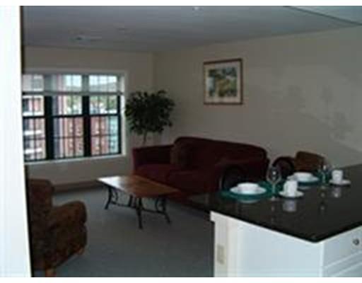Casa Unifamiliar por un Alquiler en 10 florence Malden, Massachusetts 02148 Estados Unidos