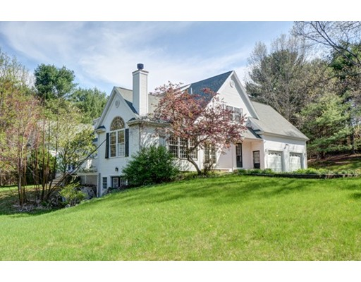 Single Family Home for Sale at 117 South Street 117 South Street Upton, Massachusetts 01568 United States
