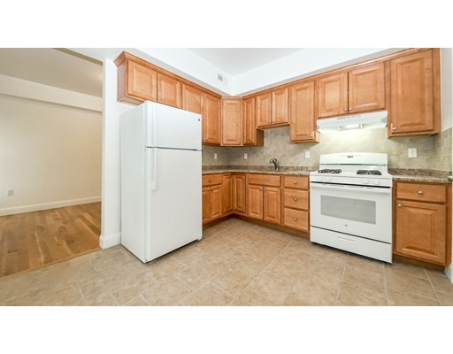 Casa Unifamiliar por un Alquiler en 174 Chestnut Chelsea, Massachusetts 02150 Estados Unidos
